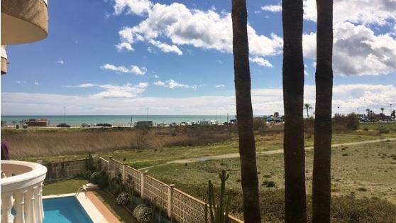 Oportunidad en primera línea de playa en Los Álamos!