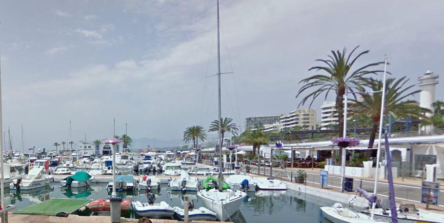 Se traspasa local en pleno puerto deportivo Virgen del Carmen de Marbella