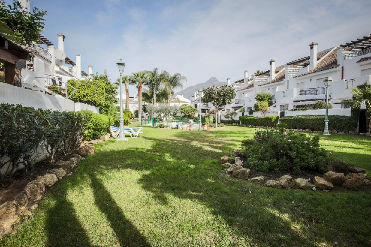 Casa en venta en Calle Alfarnate-naranjos Marbel, Marbella